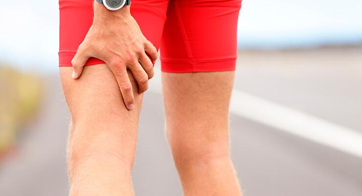 Боли под коленом сзади: причины возникновения и лечение
