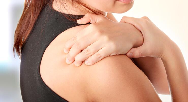 Боль в плечевом суставе правой или левой руки, боль при поднятии руки - причины, лечение, что делать при ноющей боли