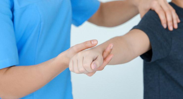 Причины растяжения связок плечевого сустава