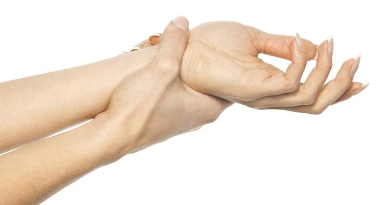 Причины растяжения связок запястья